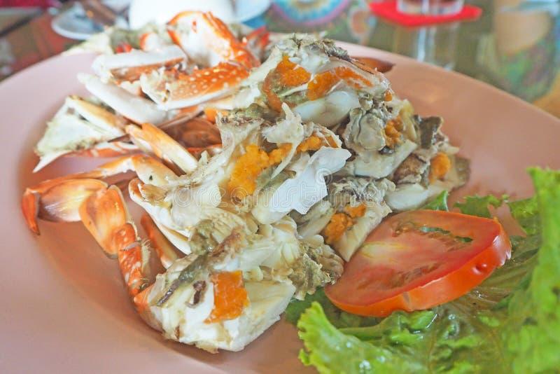 Croûte en eau dans une assiette rose, fruits de mer thaïlandais image libre de droits