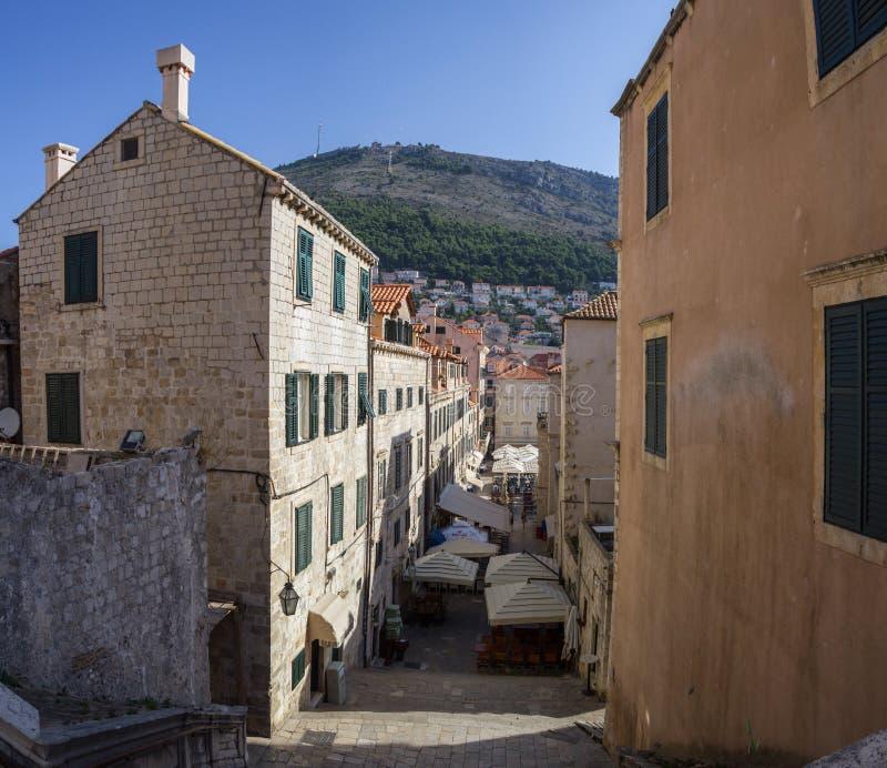 Croacia Dubrovnik - 22 de julio de 2018 Descripción a la ciudad vieja imagen de archivo