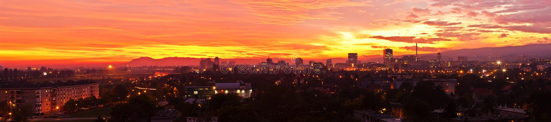 croatia över den panorama häftade solnedgången zagreb royaltyfri foto