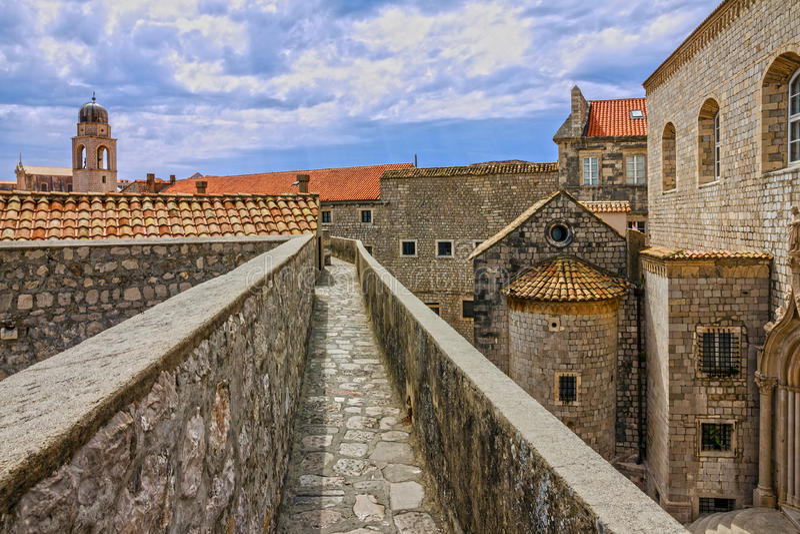 Croatie Vue panoramique de coucher du soleil de Dubrovnik de ville antique, forteresse images libres de droits
