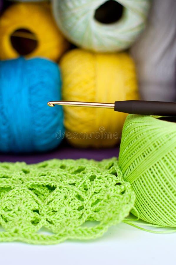 Gancho do Crochet, do fio e de crochet imagens de stock