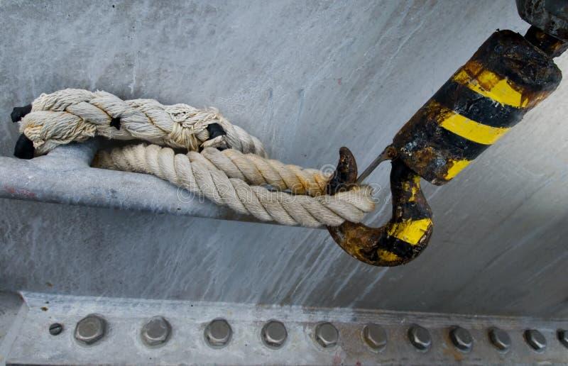Crochet superficiel par les agents de grue photo libre de droits
