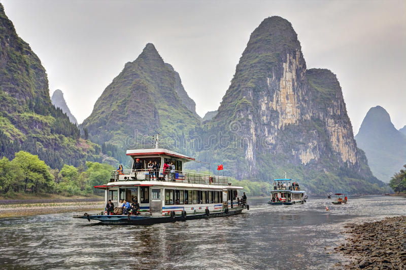 Crociera del fiume Lijiang da Guilin a Yangshuo, il Guangxi, del sud immagine stock