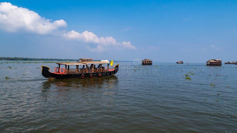 Crociera della casa galleggiante di Shikari negli stagni del Kerala fotografie stock libere da diritti