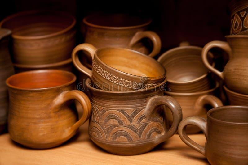 Crockery som är handgjord från lera royaltyfria bilder