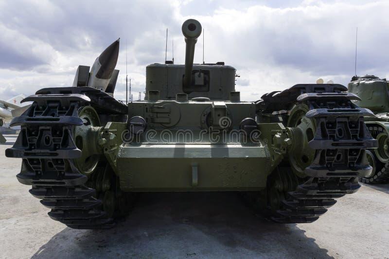 Crocodile britannique du réservoir Mk IV Churchill de lance-flammes dans le musée de l'équipement militaire photographie stock