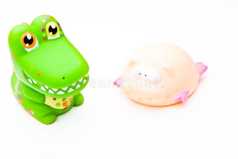 Crocodile en caoutchouc et porc de jouet animal de couleur de bébé images stock