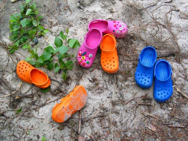 Crocs op het Strand stock afbeelding