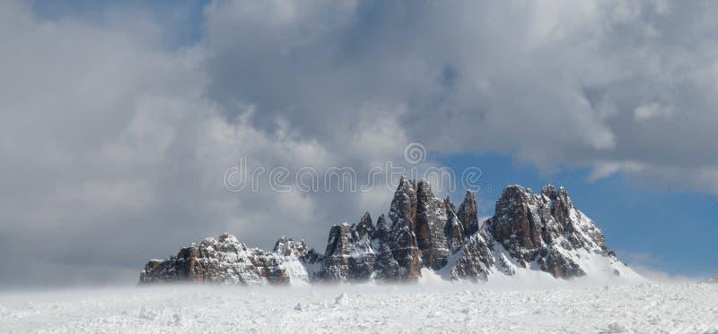 Croda DA Lago & Lastoni Di Formin, Dolomiet, in de winter, Veneto royalty-vrije stock foto
