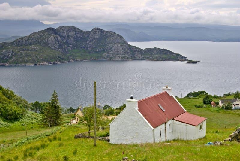 Croft acima do Loch Torridon imagens de stock royalty free