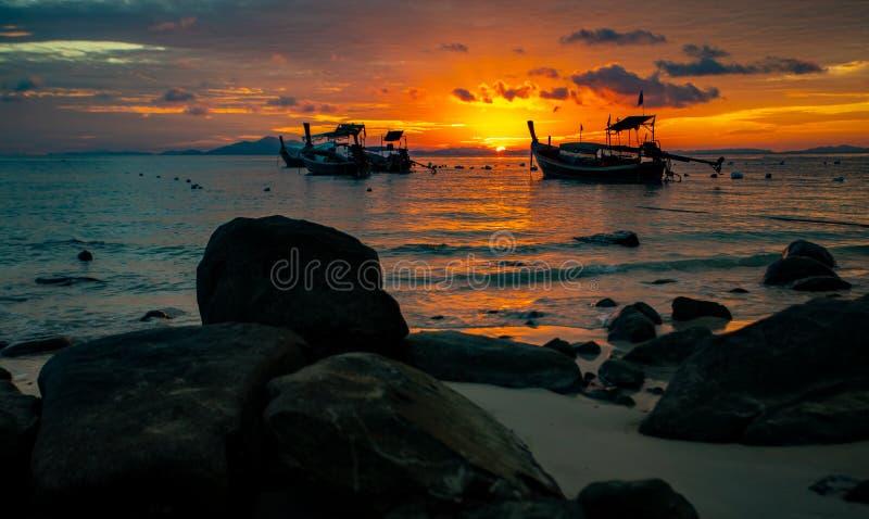 Crogioli di coda lunga in mare delle Andamane, Tailandia - paradiso tropicale fotografia stock