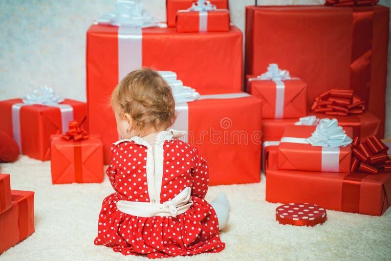 Croire au miracle de Noël Vacances hivernales Souhaitez rencontrer santa claus Bonne enfance Joyeux Noël et heureux nouveau images stock