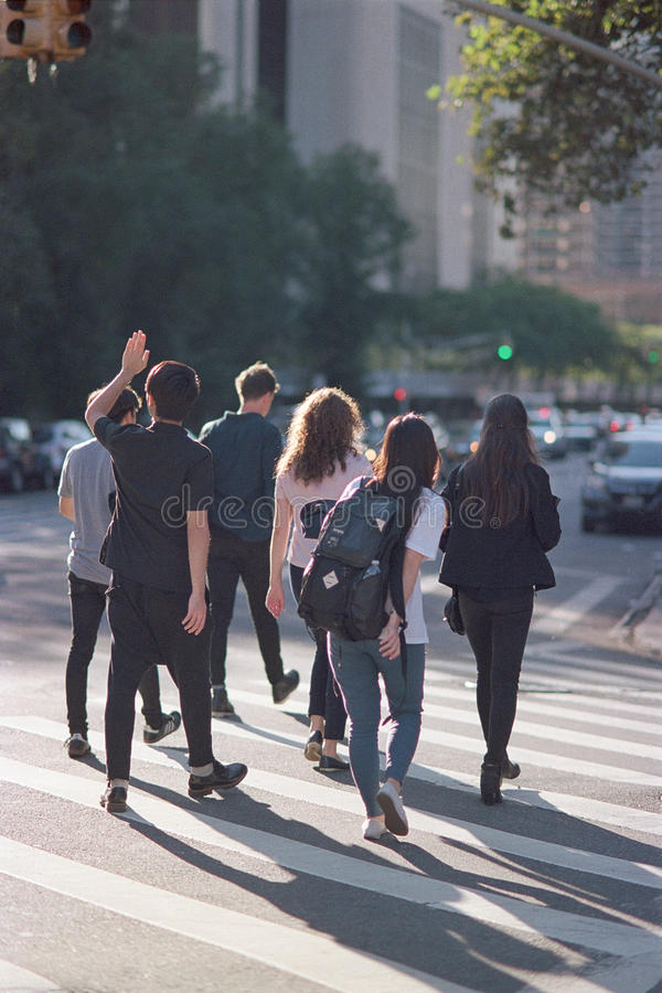 Croisement d'étudiants universitaires photo libre de droits
