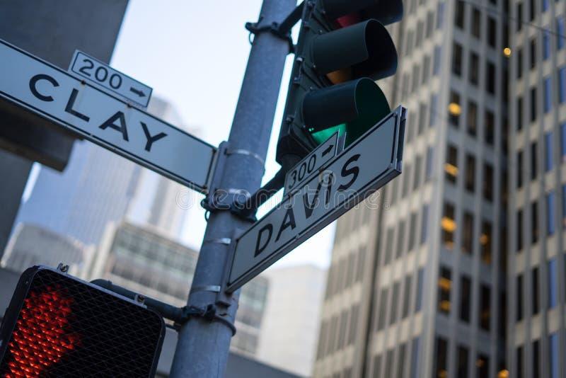 Croisement d'argile et de Davis Street à San Francisco photos stock