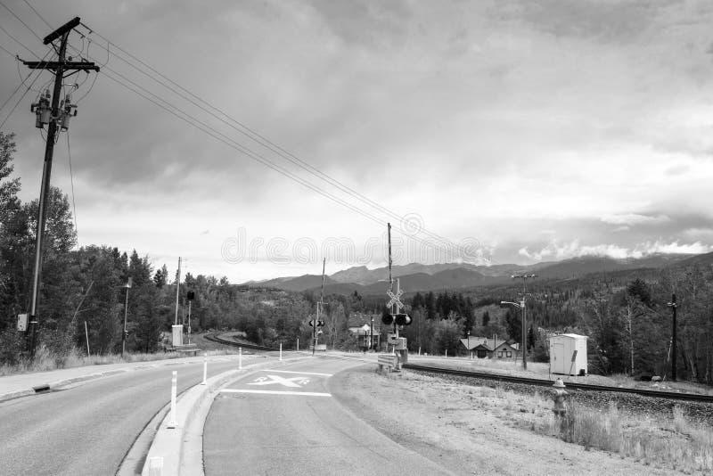 Croisement de voie ferrée dans grand-angulaire photographie stock