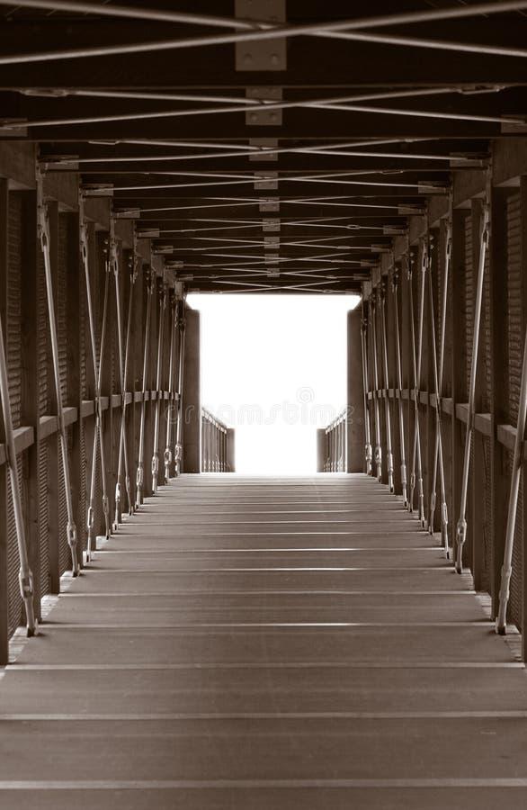 Croisement vertical de passerelle de pied photographie stock libre de droits