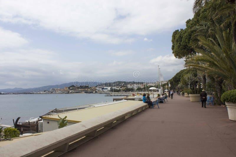 croisette散步在戛纳,面对海 免版税图库摄影