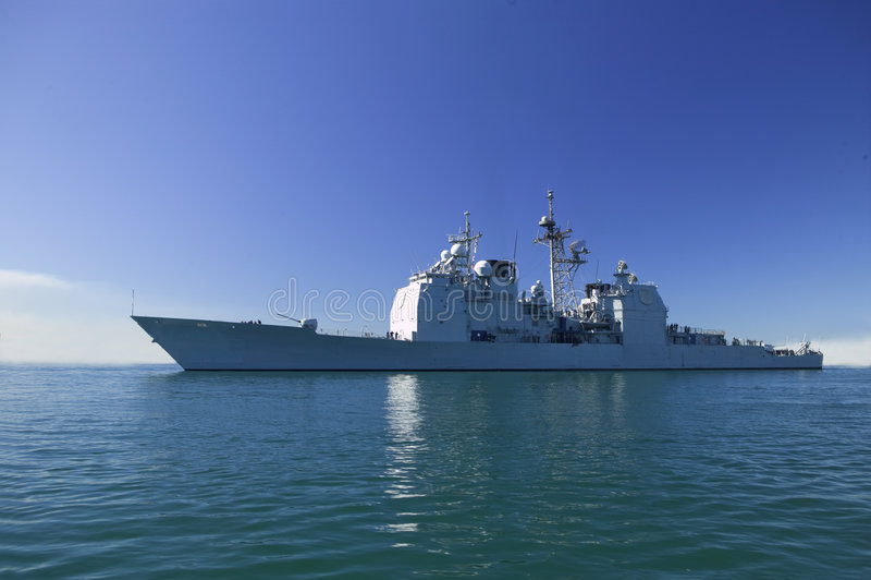 Croiseur de classe de Ticonderoga en mer photos libres de droits