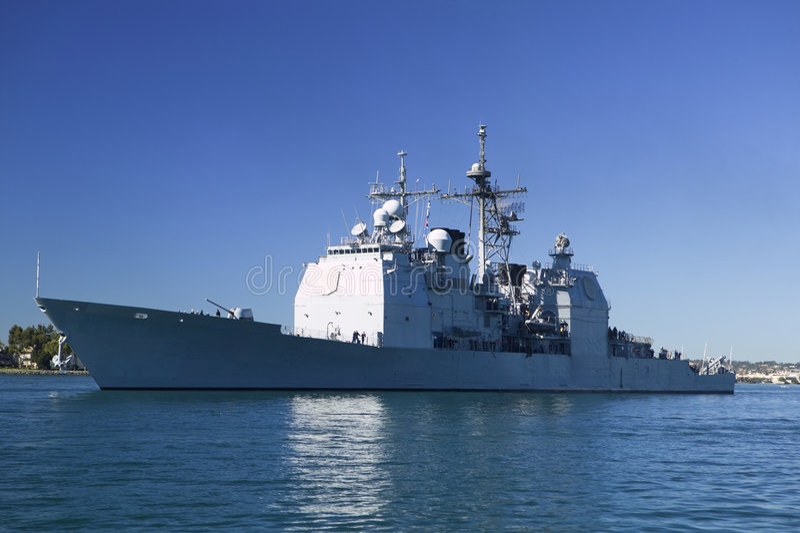 Croiseur de classe de Ticonderoga en mer photo stock