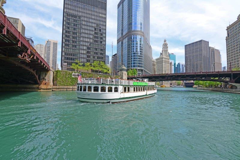 Croisière de bateau de rivière sur la rivière Chicago photos stock