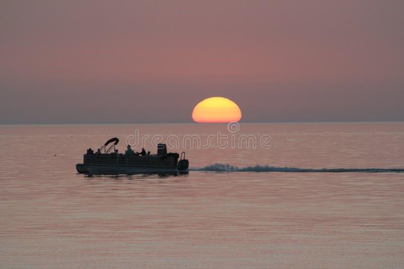 Croisière de coucher du soleil image libre de droits