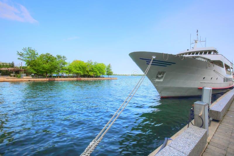 Croisière de port autour des îles de Toronto images libres de droits