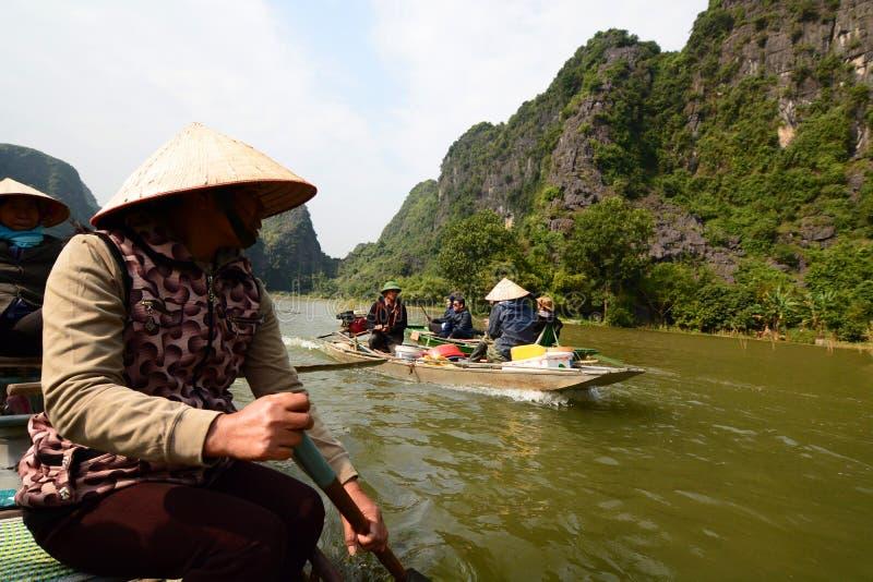 Croisière de rivière de Ngo Dong Tam Coc Ninh Binh vietnam images libres de droits