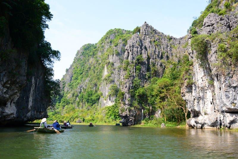 Croisière de rivière de Ngo Dong Tam Coc Province de Ninh Binh vietnam photo libre de droits