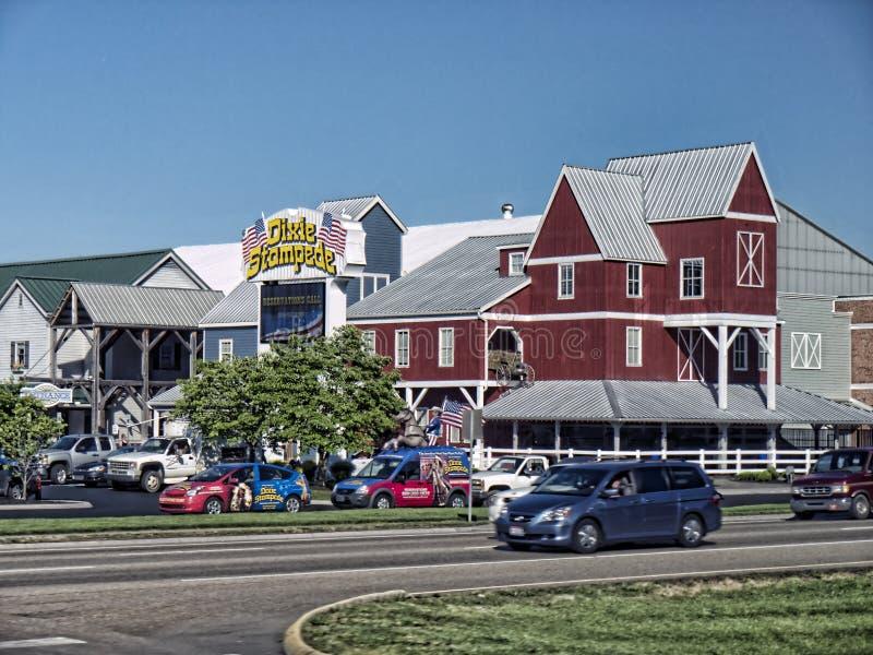 Croisière le long sur Main Street dans Gatlinburg une station de vacances au Tennessee Etats-Unis images libres de droits