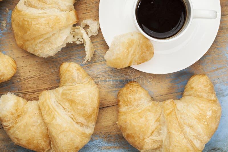 Croissant και καφές στοκ εικόνα με δικαίωμα ελεύθερης χρήσης