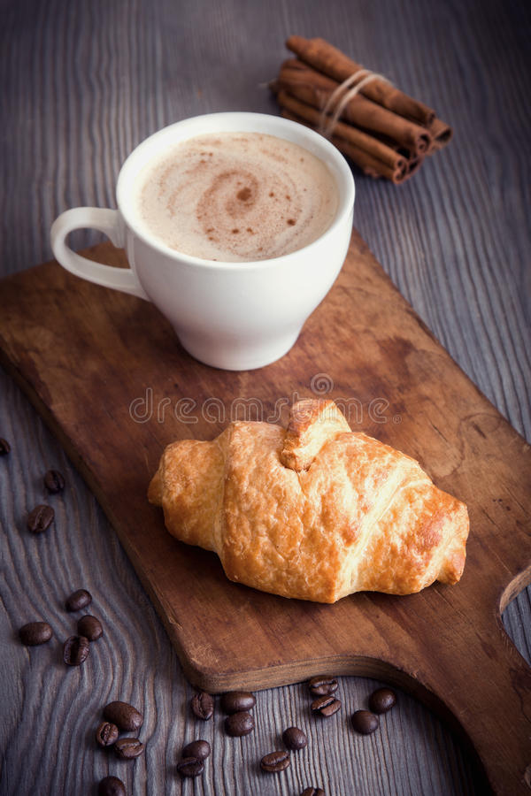 Croissant και καφές στοκ φωτογραφία