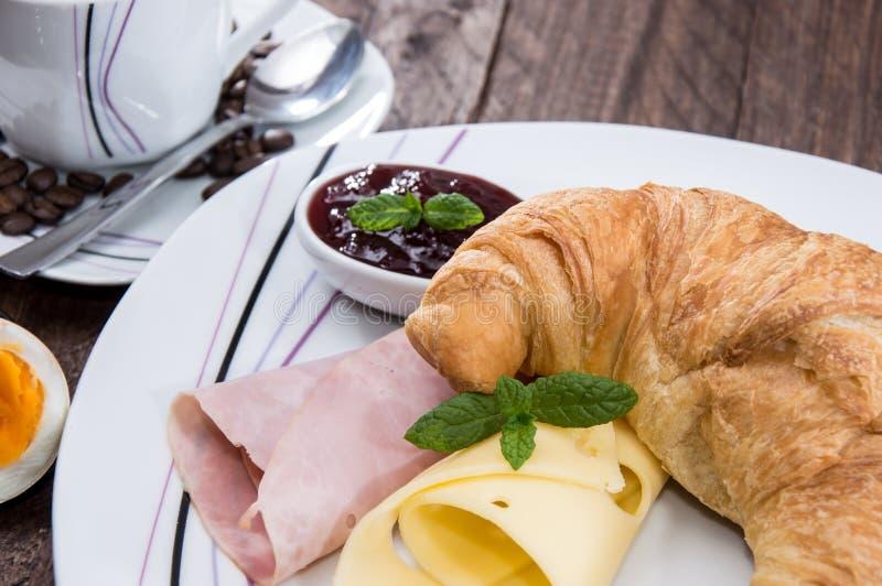 Croissant avec du jambon et le fromage photos libres de droits