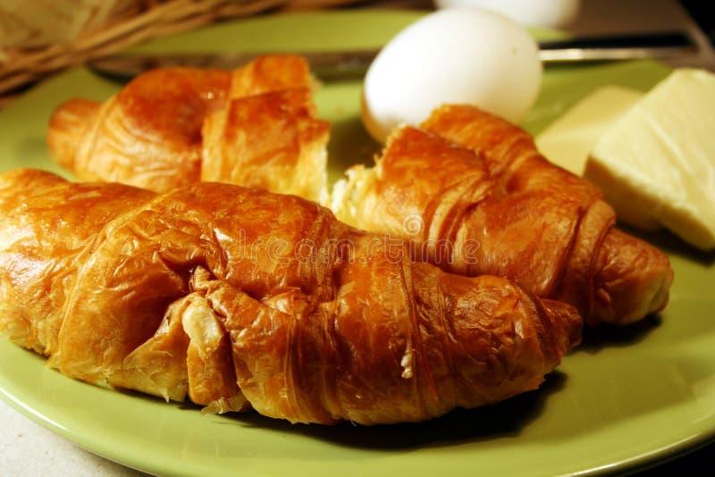 Croissant con latte & le uova fotografia stock