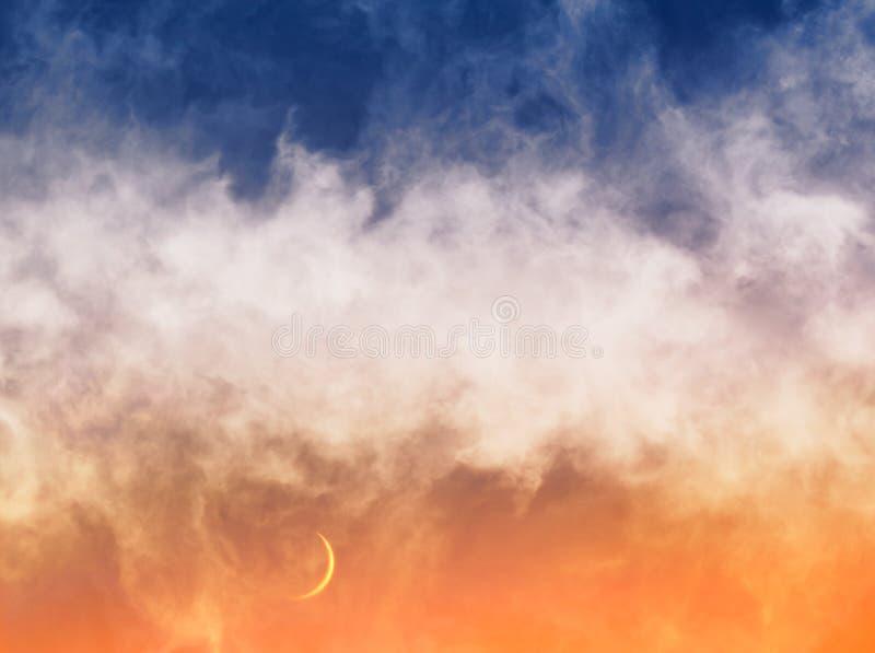 Croissant de lune et nuages image libre de droits