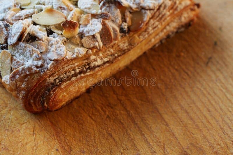 Croissant del cioccolato della mandorla immagine stock
