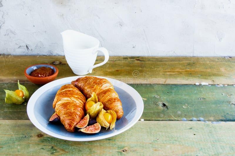 Croissant, doce e fruto fotografia de stock royalty free