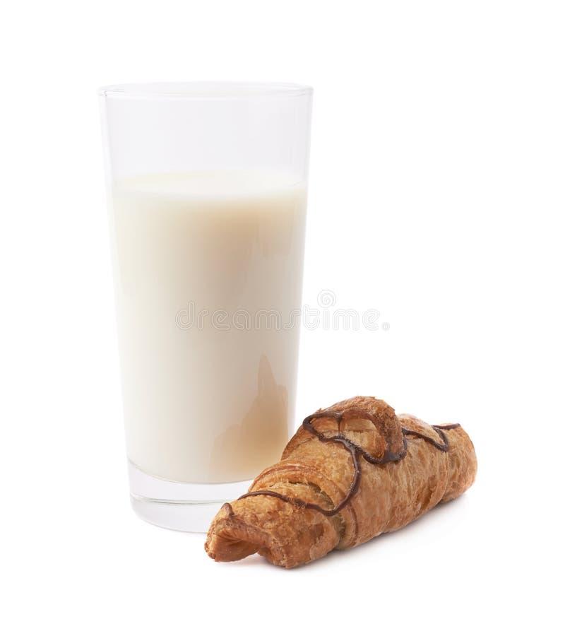 Croissant e vidro do leite foto de stock