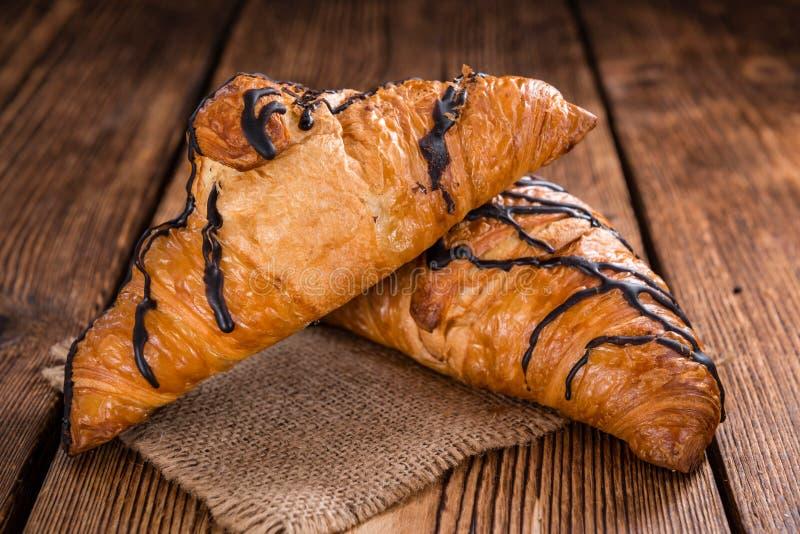 Croissant fatti freschi del cioccolato fotografia stock libera da diritti
