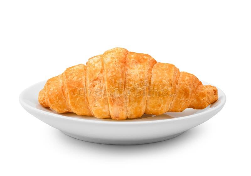 Croissant frais délicieux d'un plat blanc d'isolement sur le CCB blanc image libre de droits