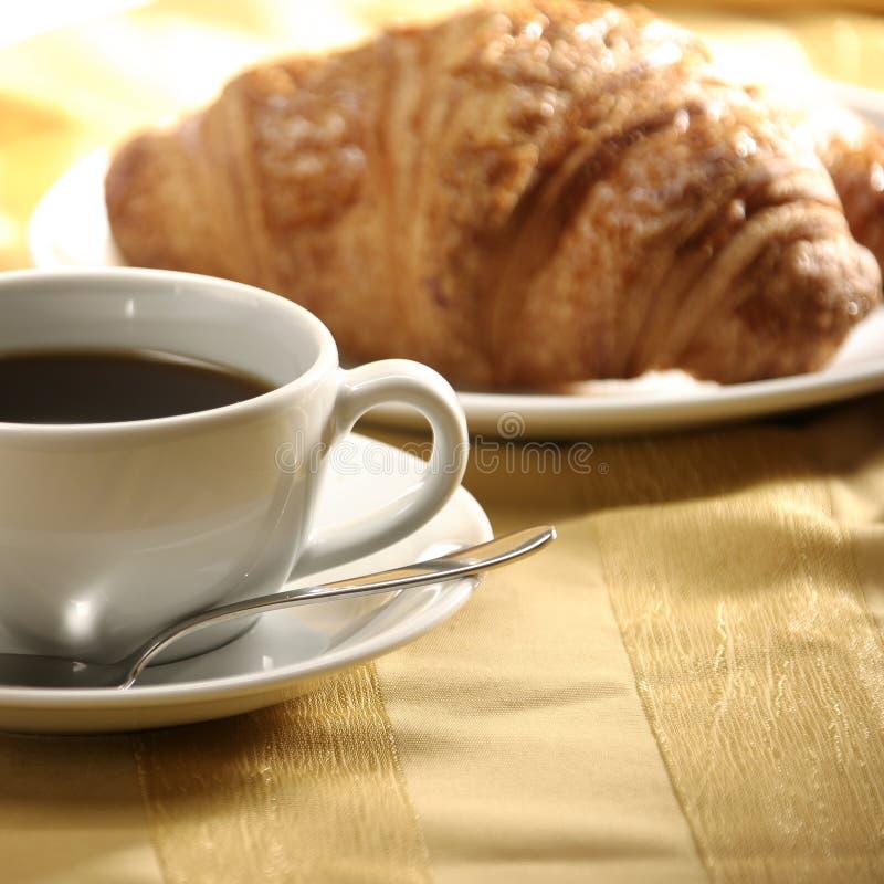 croissant herbata zdjęcia royalty free