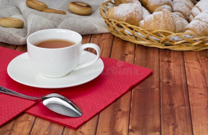 Download Croissant herbata obraz stock. Obraz złożonej z zboże - 53776515