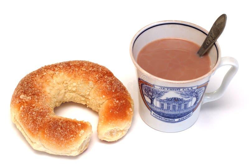 croissant kakaowa filiżanka zdjęcia royalty free