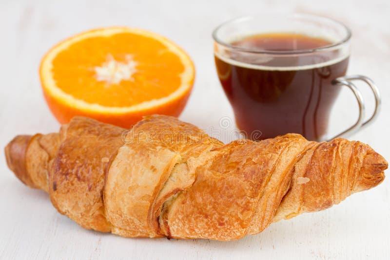 Croissant met kop van koffie royalty-vrije stock afbeelding