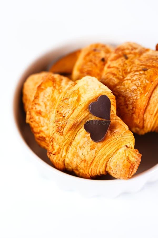 Croissant savoureux cuit au four frais image stock