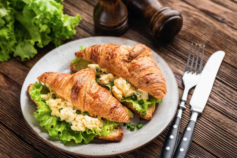 Croissant with scrambled egg, cheese and lettuce stock photography