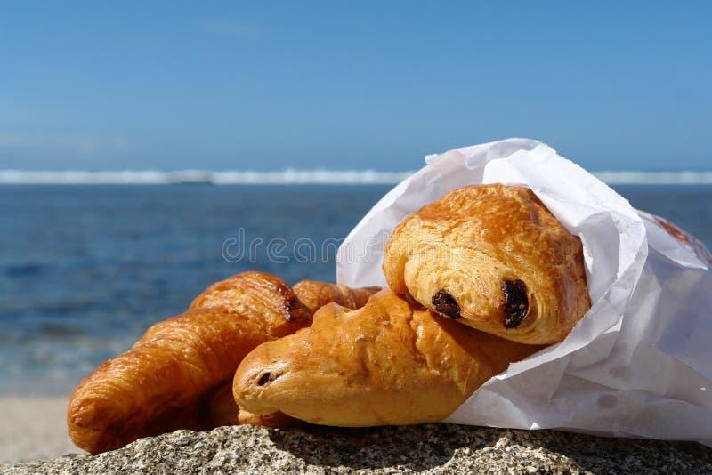 Croissant sulla spiaggia immagine stock libera da diritti
