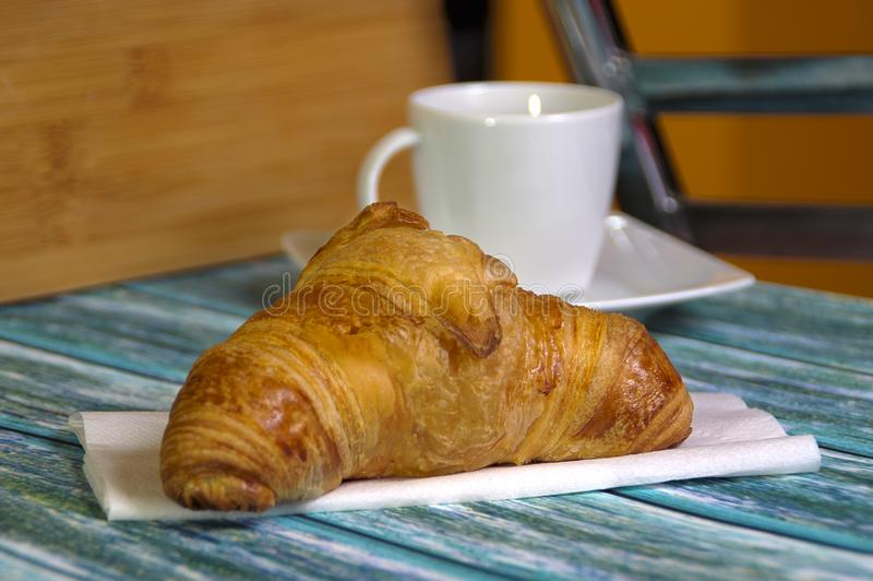 Croissant tradicional do carniceiro imagem de stock royalty free