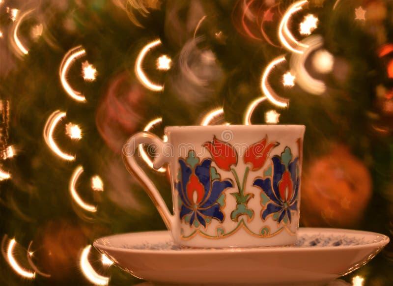Croissant turc et étoile sortant de la tasse de café traditionnelle photo stock