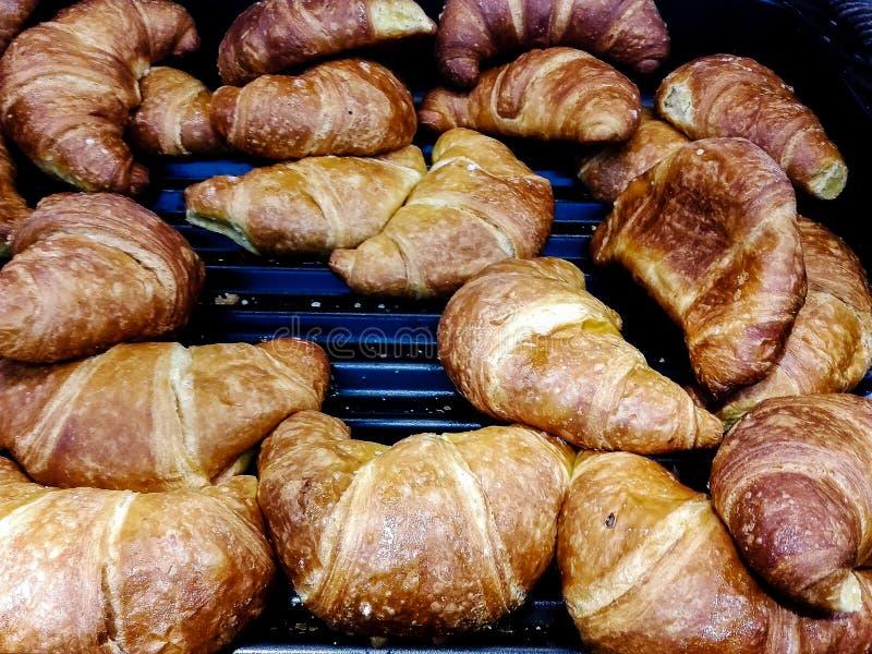 Croissant voor verkoop bij het gebakje royalty-vrije stock foto's