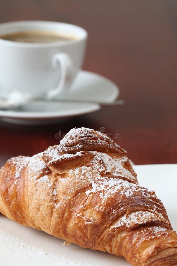 Croissant y café fotografía de archivo